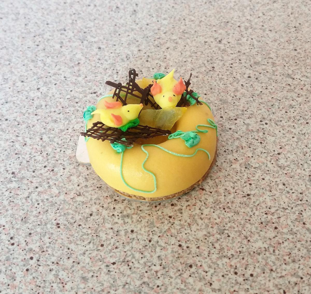 Cheesecake di mango del nido di Pasqua