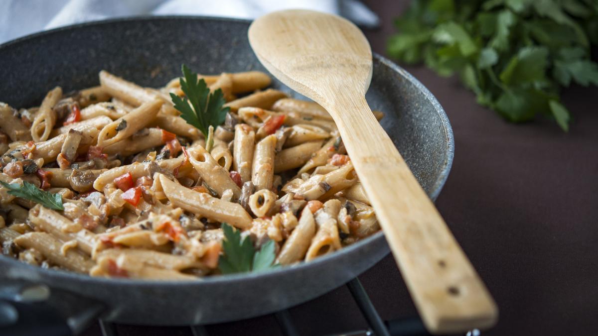 Pasta con salsa cremosa di funghi