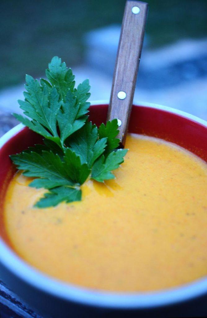 Tomato Turmeric Soup 668x1024 - Zuppa di curcuma al pomodoro