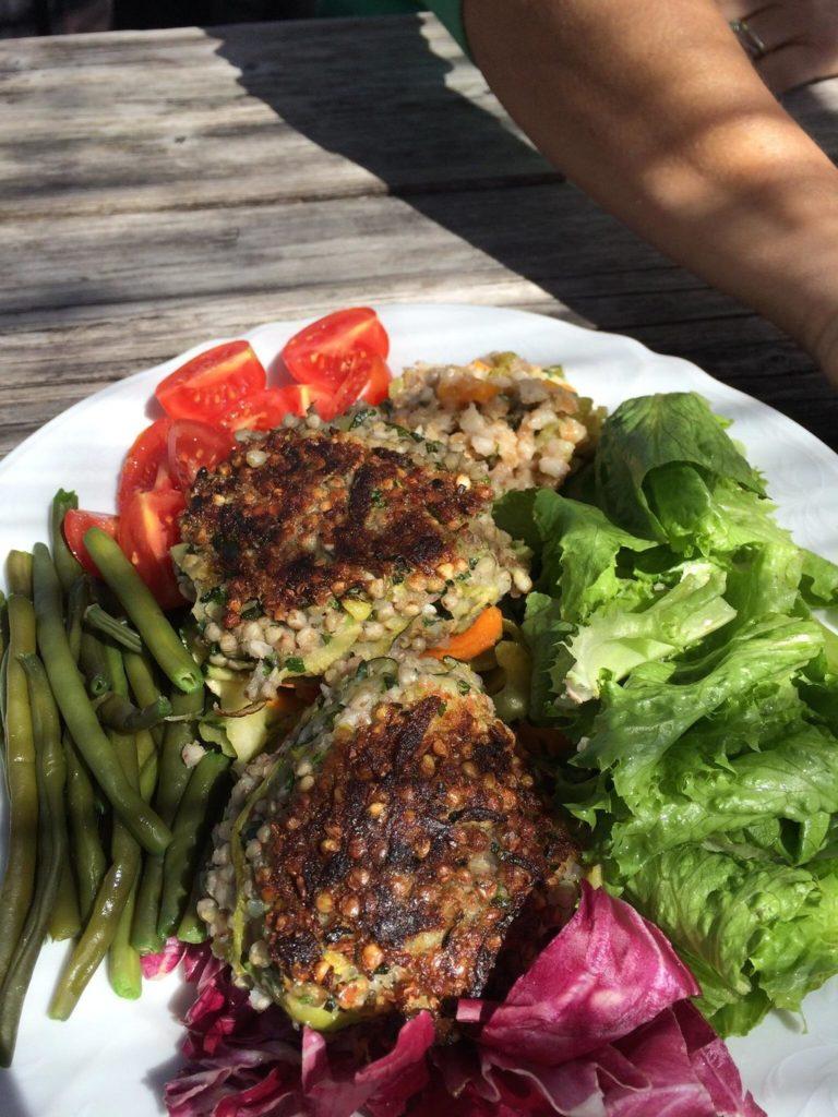 insalata con polpette 768x1024 - La malga vegana di Monte San Pietro è a rischio: la petizione