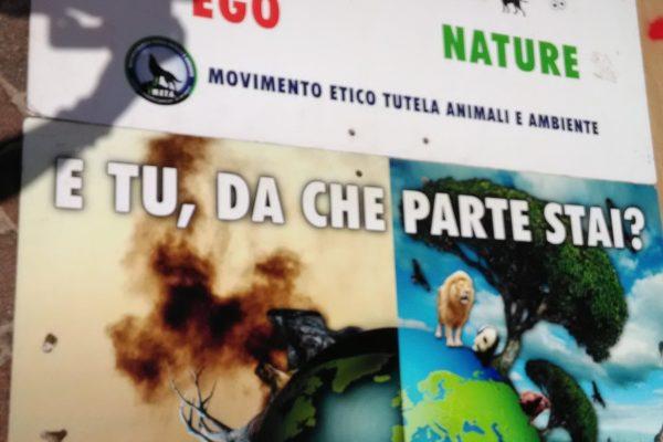 P 20180815 141149 600x400 - Pinzolo (TN) 15  agosto 2018 - Politica Assassina - Manifestazione di protesta contro la legge abbatti orsi e lupi - news-