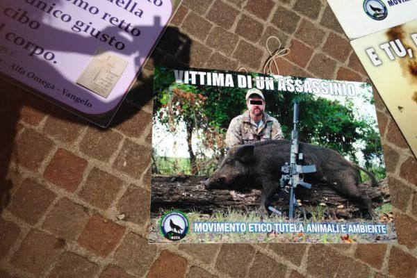 P 20180815 141243 600x400 - Pinzolo (TN) 15 agosto 2018 - Politica Assassina - Manifestazione di protesta contro la legge abbatti orsi e lupi - news-