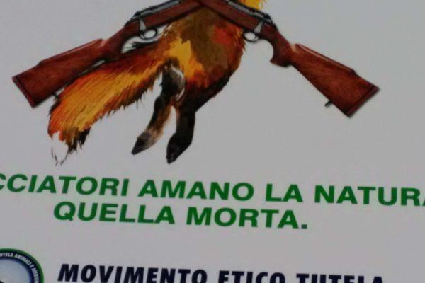P 20180815 142006 600x400 - Pinzolo (TN) 15 agosto 2018 - Politica Assassina - Manifestazione di protesta contro la legge abbatti orsi e lupi - news-