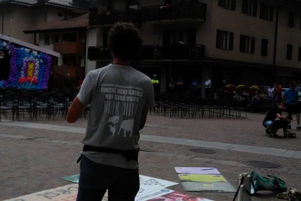 P 20180815 143626 600x400 - Pinzolo (TN) 15 agosto 2018 - Politica Assassina - Manifestazione di protesta contro la legge abbatti orsi e lupi - news-