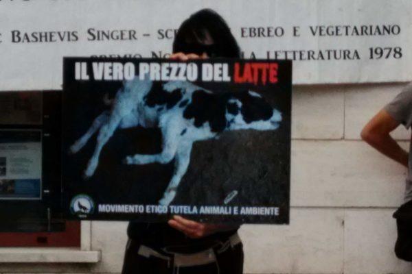 P 20180815 144452 600x400 - Pinzolo (TN) 15  agosto 2018 - Politica Assassina - Manifestazione di protesta contro la legge abbatti orsi e lupi - news-