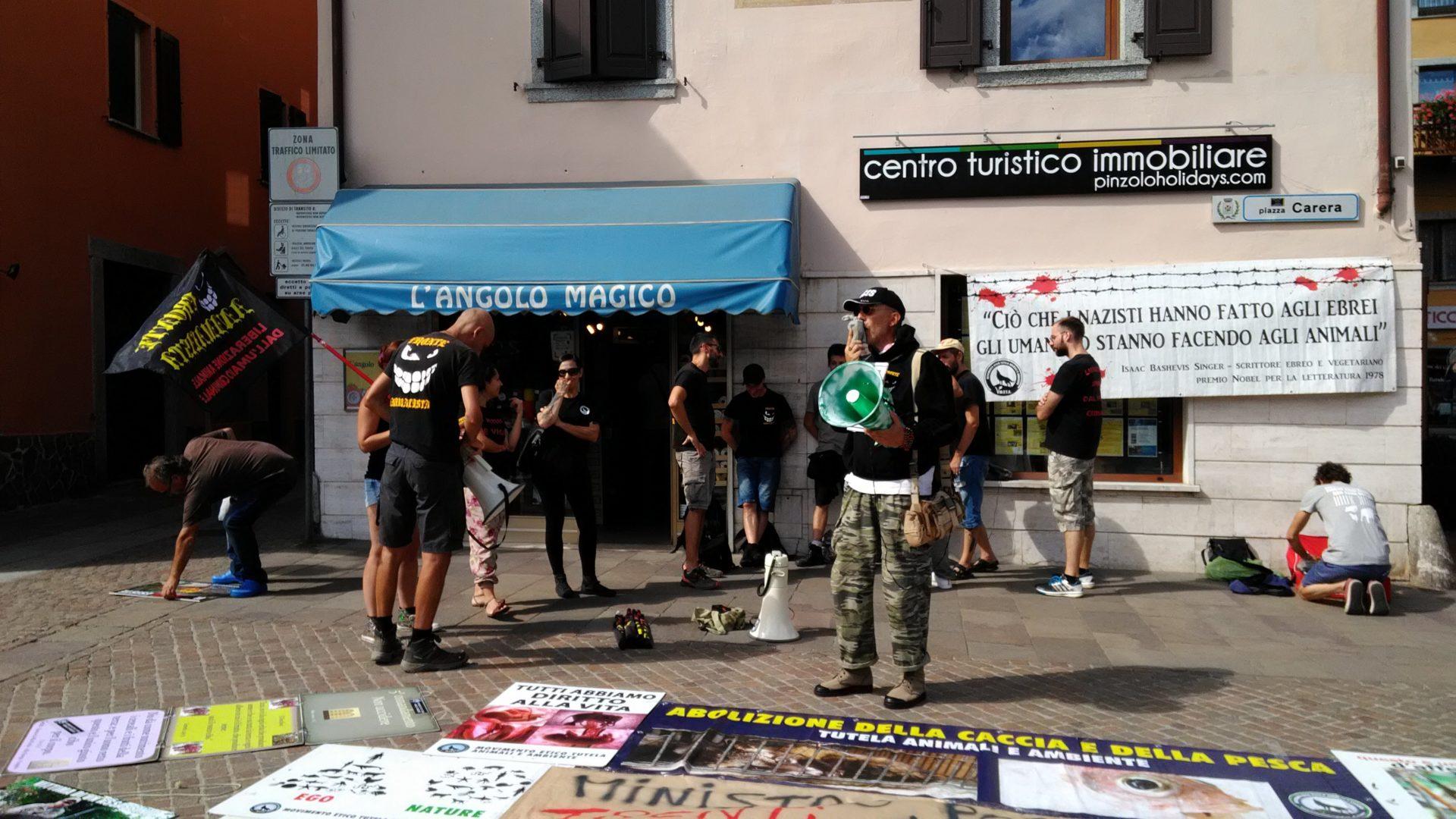 Pinzolo (TN) 15  agosto 2018 – Politica Assassina – Manifestazione di protesta contro la legge abbatti orsi e lupi